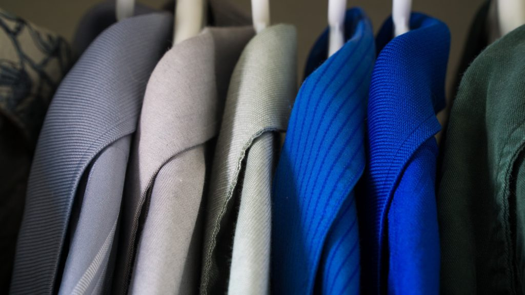 organize the wardrobe to relieve college stress